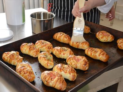 學做面包學校_學面包到哪里_學做面包蛋糕在哪學